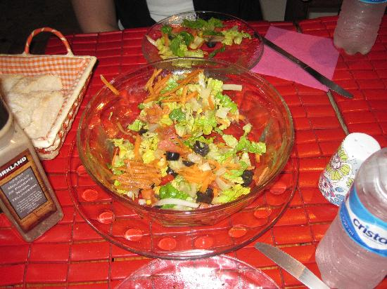 Tropical Pomodoro: Our yummy Salad (half eaten..oops)