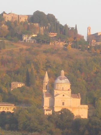 Agriturismo Villa Mazzi: San Biaggio and Montepulciano fro the terrace