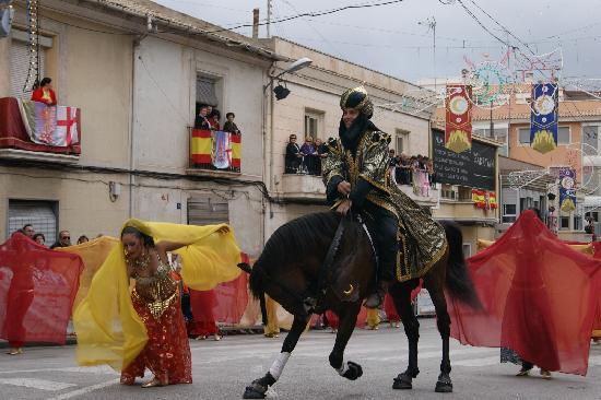 Petrer: Entrada Mora en las famosas fiestas de Moros y Cristianos