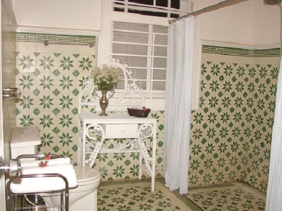 Posada de la Calle Real: Bathroom of room #1