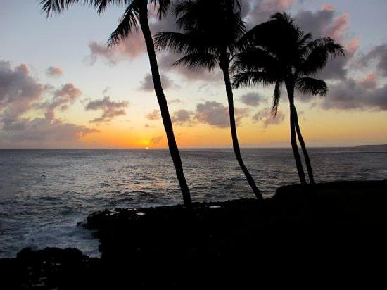 Poipu Shores Resort: Sunset from our lanai, Christmas 2011