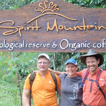 Jarabacoa, Dominican Republic: Jeff, Krista and Chad, the owners of Spirit Mountain