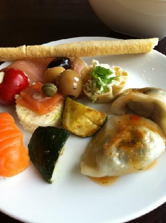 โรงแรมอโมร่า แจมิสัน: our pre dinner canapés.