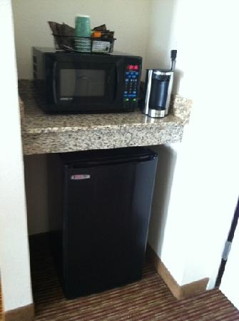 Wingate by Wyndham State Arena Raleigh/Cary: fridge, coffee maker, and microwave