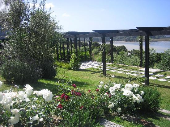 Inlet Villas: The Pergola garden