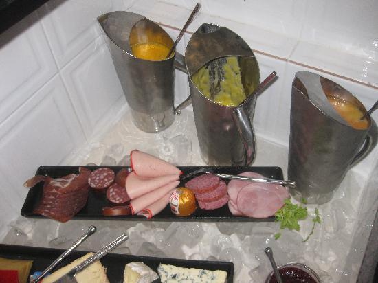 Baan Malinee Bed and Breakfast: Frische Fruchtsäfte und hochwertiger Aufschnitt, von einem deutschen Hersteller auf der Insel pr
