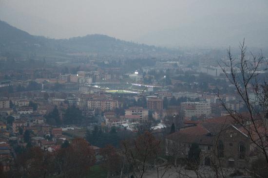 Rocca di Bergamo : Visuale dalla Rocca (quel giorno c'era un po' di nebbia purtroppo)