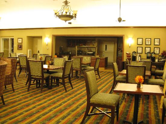 Homewood Suites by Hilton Manchester/Airport: Manchester Homewood breakfast area