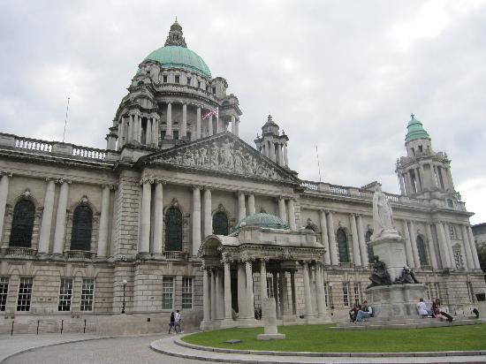 Dukes at Queens : Belfast city hall