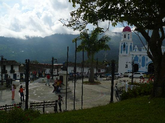 Iglesia de Jaji: VISTA DEL PUEBLO DE JAJI