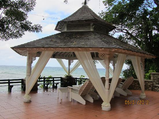 Couples Sans Souci: Large Gazebo