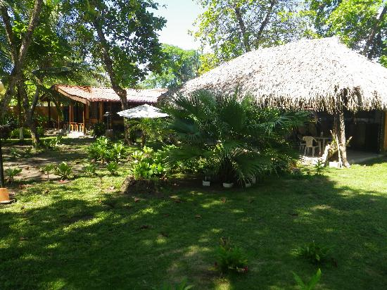 Hotel Rancho Coral: Hotel grounds and garden.