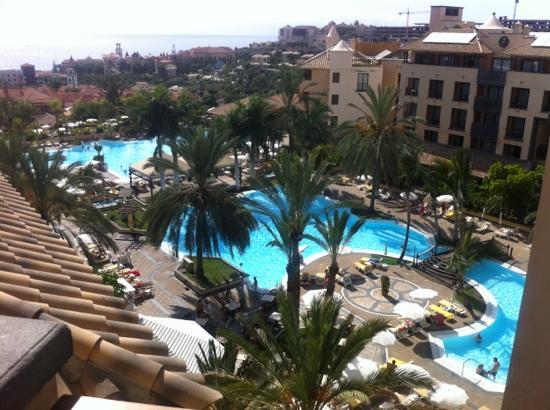Costa Adeje Gran Hotel: vista desde la piscina superior