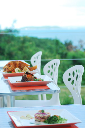 Di Yukas : Some dishes (Outdoor dining with a spectacular view)