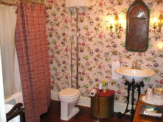 Plains Historic Inn: Our bathroom