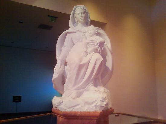 Statue Of Mary Queen Of The Universe Picture Of Basilica Of The National Shrine Of Mary Queen Of The Universe Orlando Tripadvisor