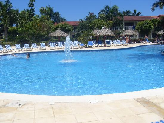 Grand Bahia Principe La Romana: Some of the big pool