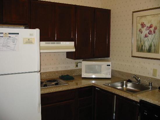 Homewood Suites Dallas - DFW Airport N - Grapevine: Kitchen area
