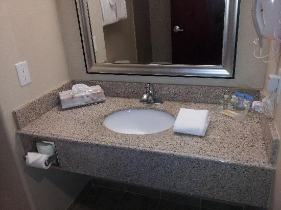 Holiday Inn Houston - Webster: Bath vanity