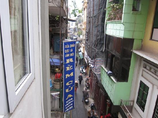 Hanoi Charming Hotel: Blick aus dem Fenster.