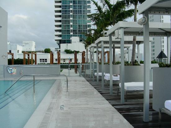 Boulan South Beach: roof deck cabanas