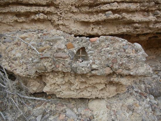 Chinati Hot Springs : treasure in rock