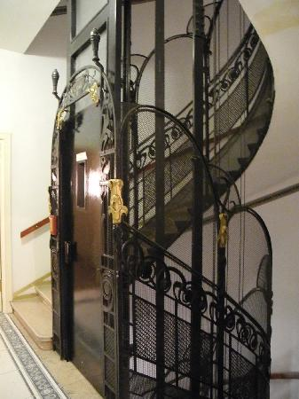 Hotel Carlton Opera: The gorgeous lift