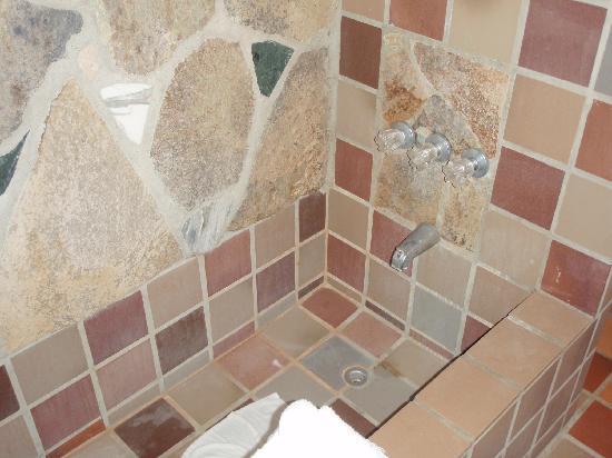 Poco Cielo: Stone bathtub