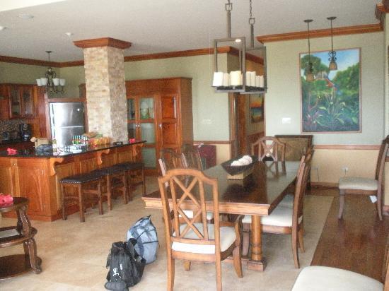 Captain Morgan's Retreat : Kitchen, dining room, living room area