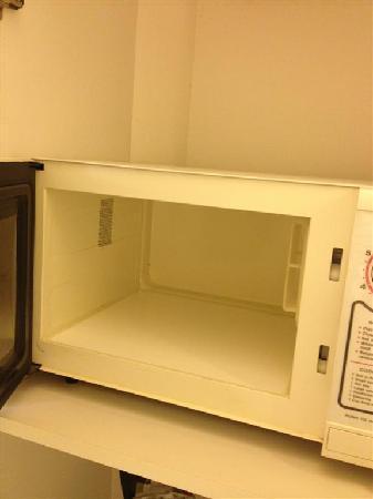 La Quinta Inn & Suites Denver Boulder - Louisville: Clean microwave..I did not use it though.