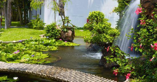 Hoi An Beach Resort: Garden