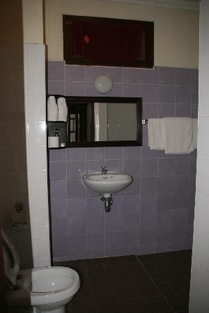 Hotel Khamvongsa: salle de bain