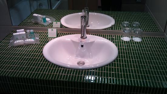 Holiday Inn Belgrade: bathroom1