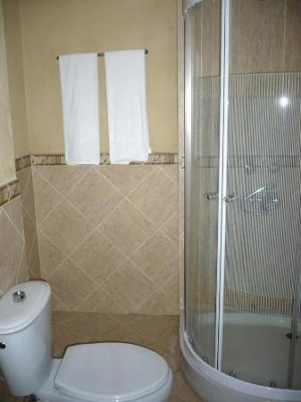 Arusha Tourist Inn: Bathroom