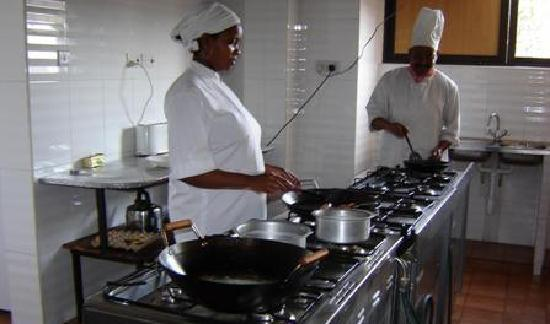 Arusha Tourist Inn: kitchen