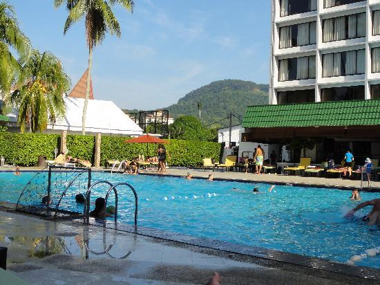 Holiday inn swimming pool picture of holiday inn resort - Holiday inn hotels with swimming pool ...