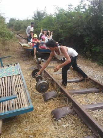 Siem Reap Riverside: bamboo train