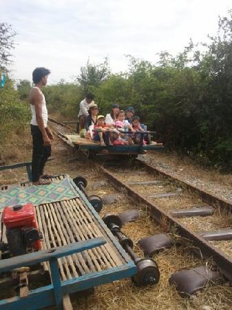 Siem Reap Riverside: alas we was on lighest cart