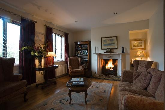 Laurel House Bandon B&B: Guest  sitting room where guests can enjoy an open fire