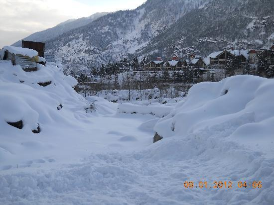 OYO 6369 Ishaan Resort: snow