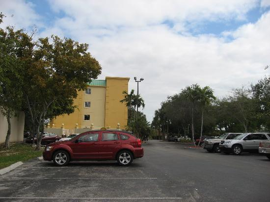 La Quinta Inn & Suites Miami Cutler Bay: 外観です
