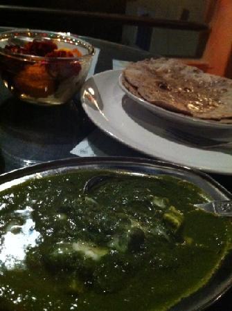Millets of Mewar Restaurant: Palak paneer and chapati