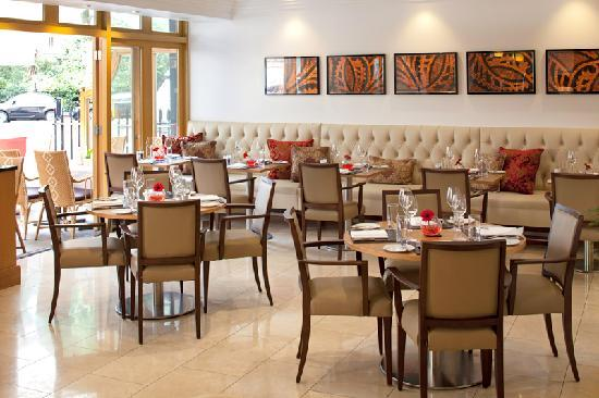 Jumeirah Lowndes Hotel: Lowndes Bar & Kitchen offers all-day dining in a relaxed atmosphere