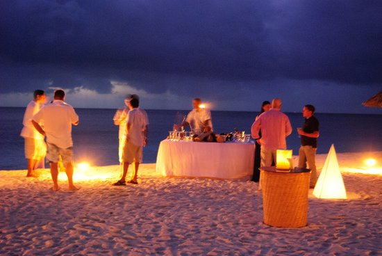 Desroches Island : Evening drinks on the beach