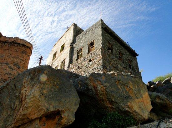 Misfat al Abreyeen: House on the cliff edge