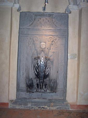 """Collegiale Saint-Ursmer de Lobbes: Pierre tombale du XVIe siècle, """"miraculeuse"""""""