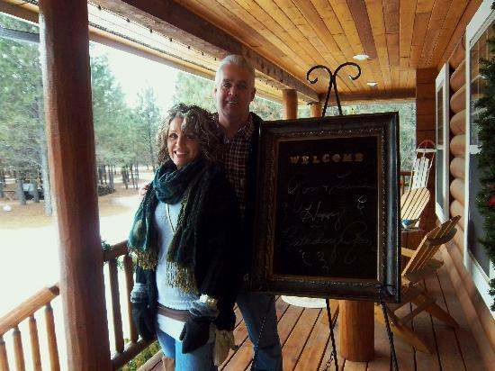 Ponderosa Lodge Bed & Breakfast : Wecome board upon our arrival!  Perfect surprise!!