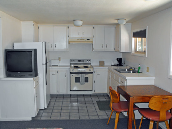 Snow King Motel: Two Queen Room with Kitchen