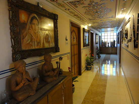 Sunder Palace Guest House: Hallway