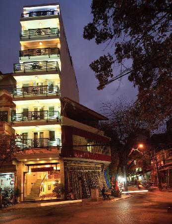 โรงแรมชาร์มมิ่ง2: Hotel